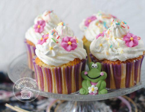 cupcake di primavera con frosting al formaggio