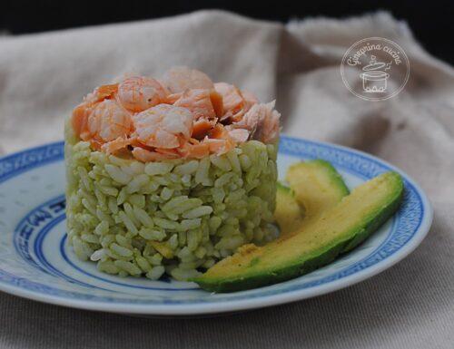 riso salmone gamberetti e avocado