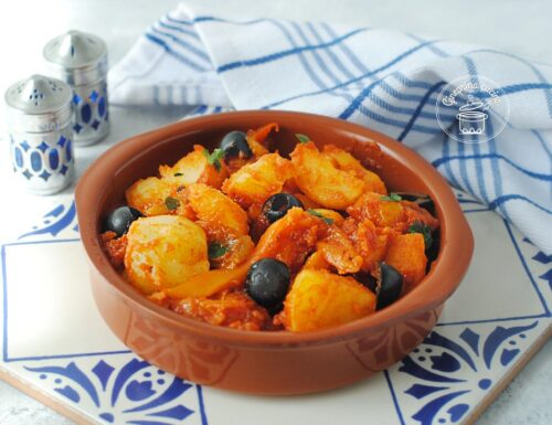 peperoni e patate in salsa di pomodori