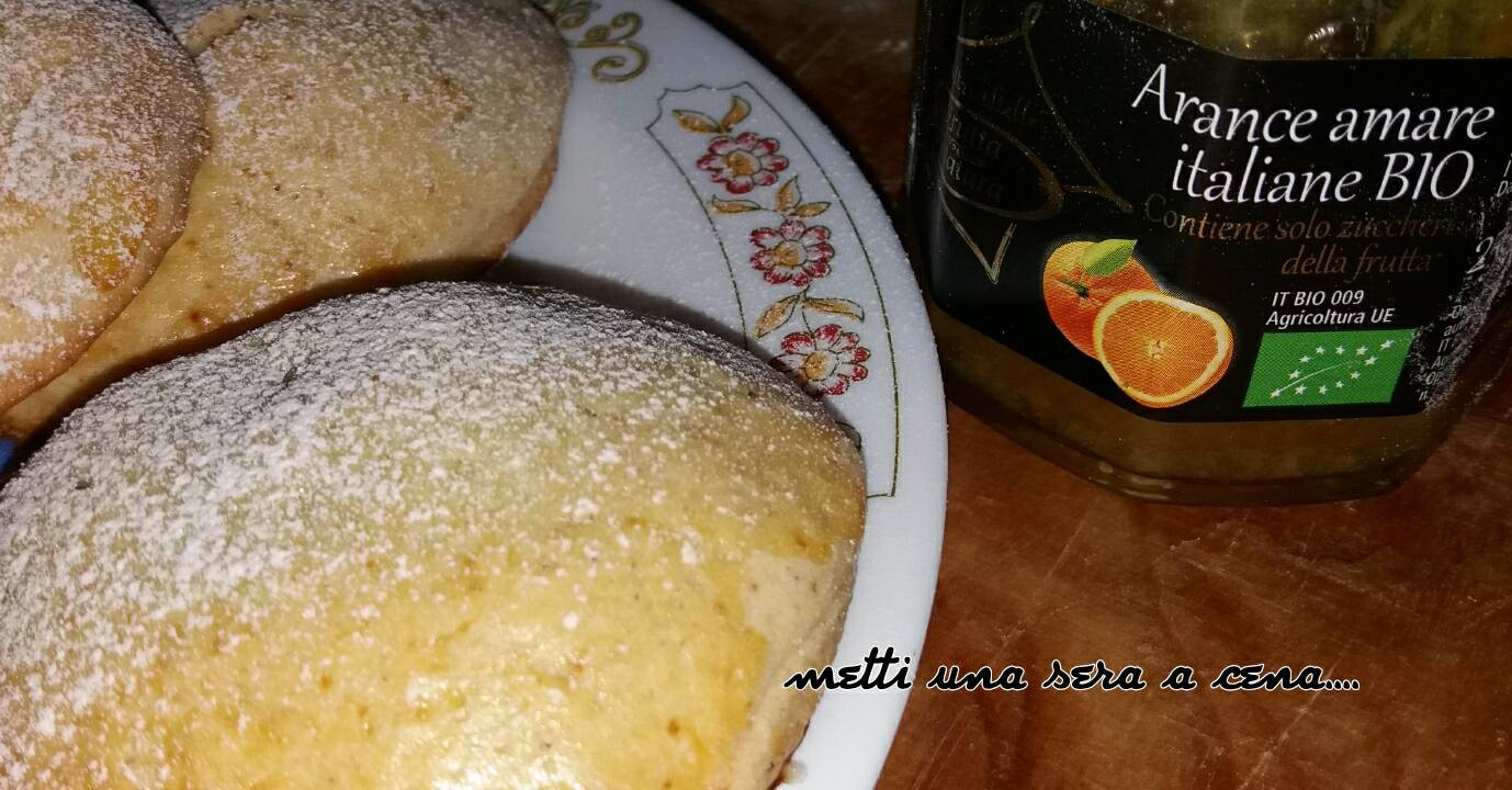 biscotti ripieni con marmellata di arance amare
