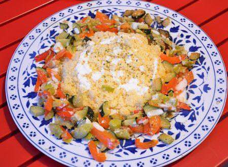 Cous cous con verdure e salsa alla yogurt