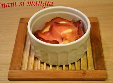 Tortino di scamorza, speck e miele al tartufo
