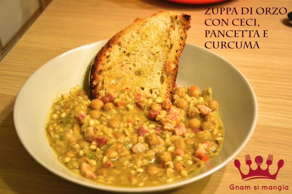 Zuppa di orzo con pancetta e curcuma