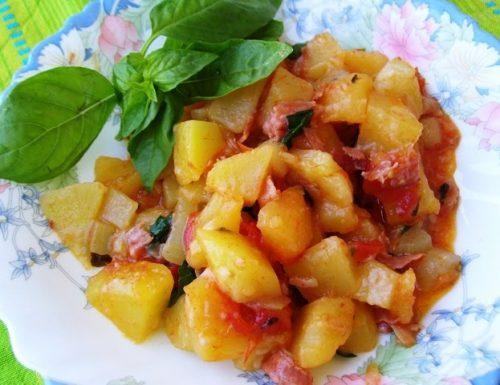 Zucchina lunga con patate e basilico