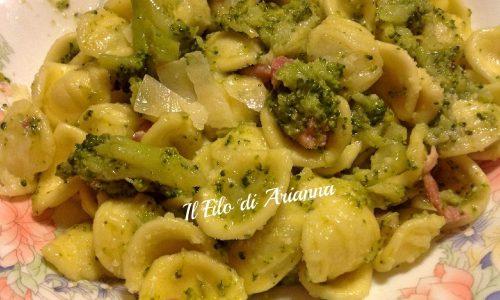Orecchiette e broccoli baresi con pancetta