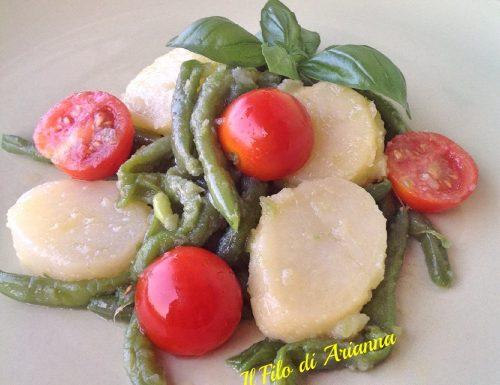 Fagiolini, patate e pomodorini in insalata