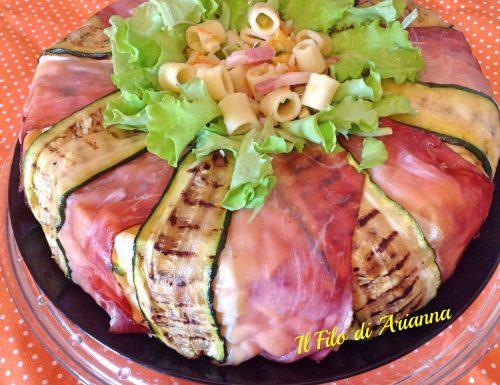 Corona pasta con speck  pesche e fiori di zucca
