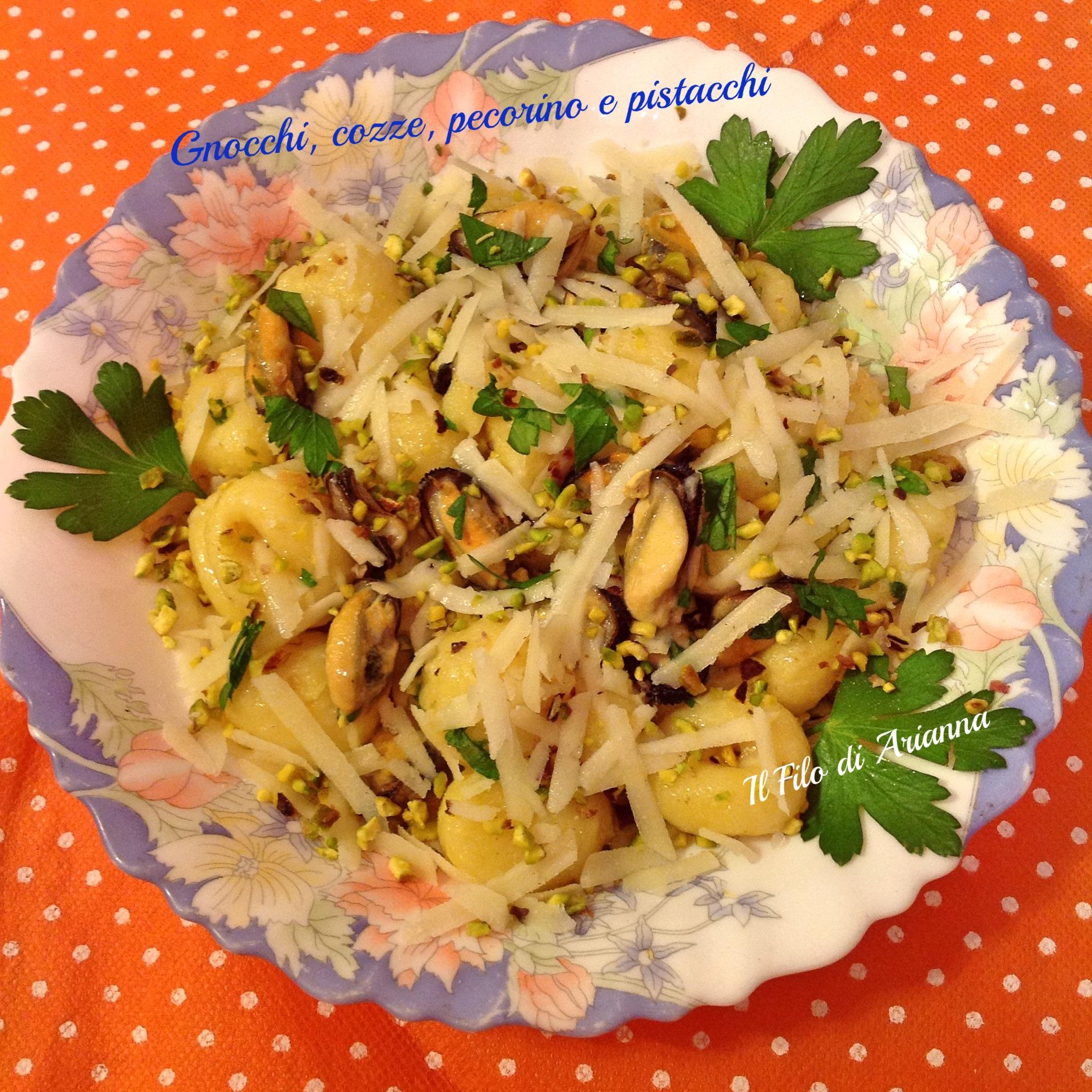 Gnocchi cozze, pecorino e pistacchi