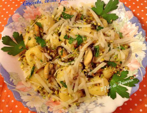 Gnocchi  cozze  pecorino e pistacchi