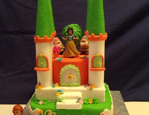 Torta Castello di Biancaneve  in pasta di zucchero
