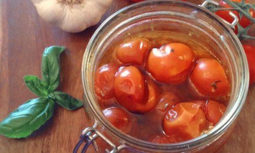 Pomodori in vasocottura profumati al basilico