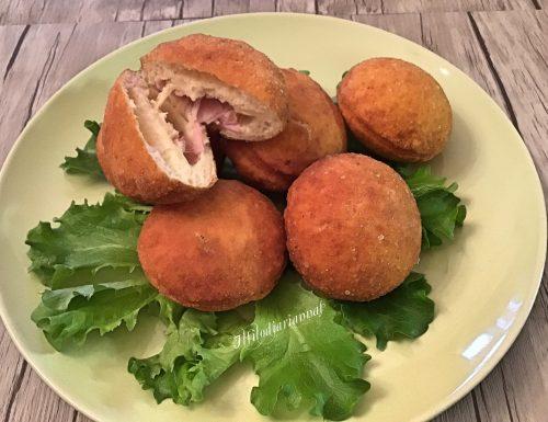 Bombe salate farcite con formaggio e prosciutto cotto