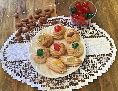 Pasta di mandorle pasticcini deliziosi