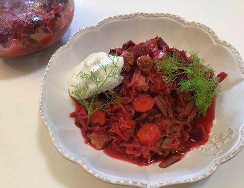 Borsch minestra ucraina in vasocottura