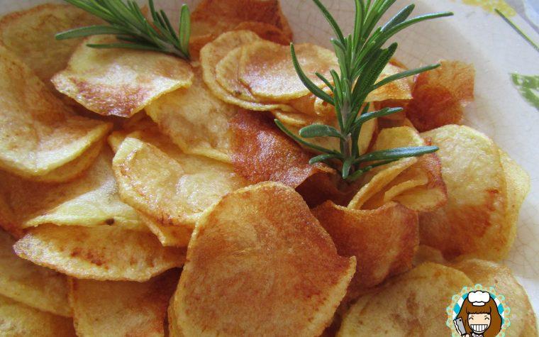 Chips di patate fritte con paprika sottilissime e piccanti