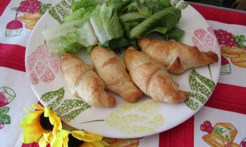 Cornetti salati con Blu Mugello, salsiccia fresca ed erba cipollina