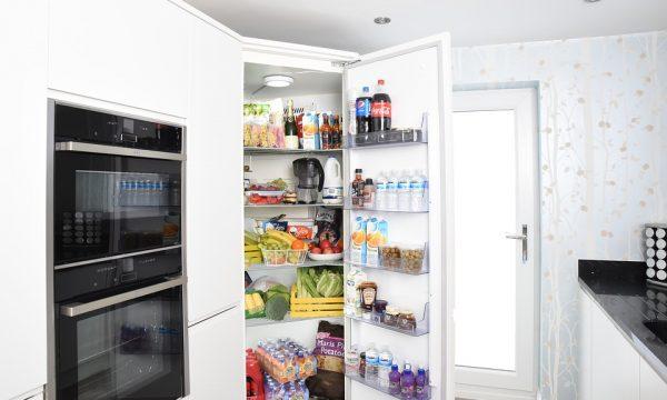 Alimenti come conservarli, quali contenitori utilizzare dentro e fuori dal frigo