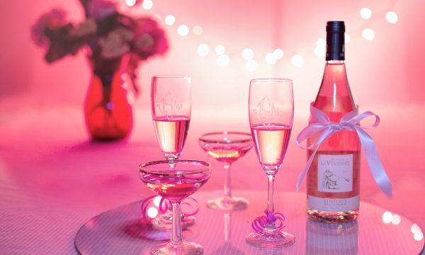 Joyful un vino spumeggiante e giovanile per aperitivi, feste e pasti.