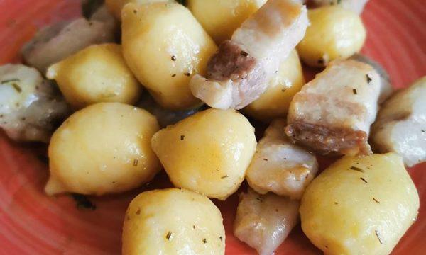 Gnocchi ripieni di Asiago Dop e funghi porcini spadellati con pancetta e rosmarino