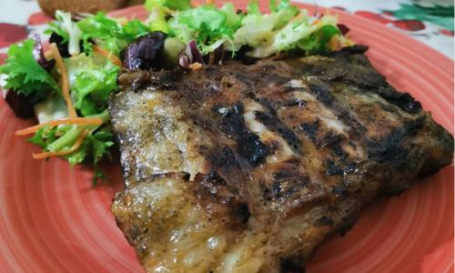 Costine di maiale alla brace marinate con paprika