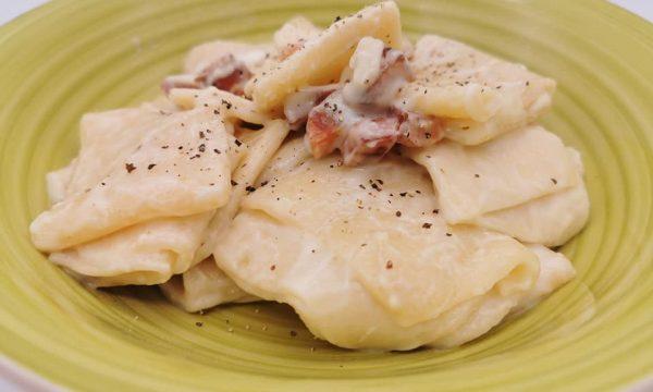 Paccheri in crema di pecorino di Manciano e dadolata di pancetta affumicata