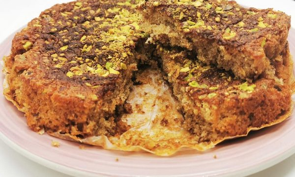 Torta morbida alla mostarda d'uva e granelli di pistacchio