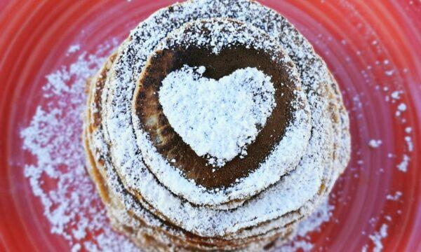 Pancake di San Valentino pera e cacao, delicati e super golosi