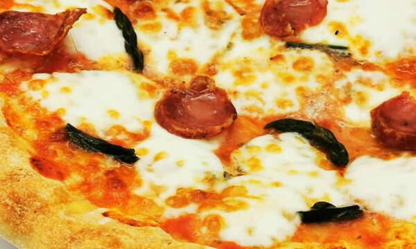Pizza Monte Arci, il suo ripieno vi farà innamorare