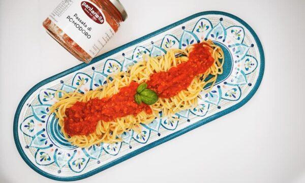 Spaghetti bio Pantanella con ragù e basilico fresco