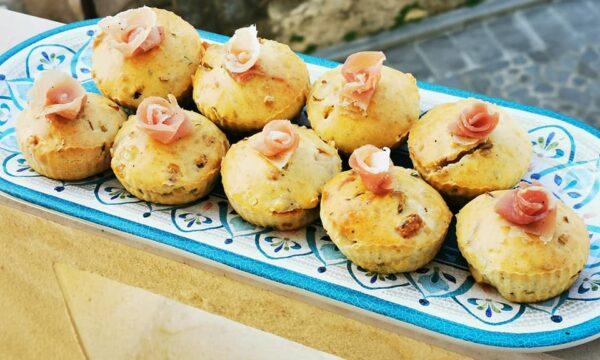 Muffin salati al prosciutto crudo Pepato Monte Arci e porri