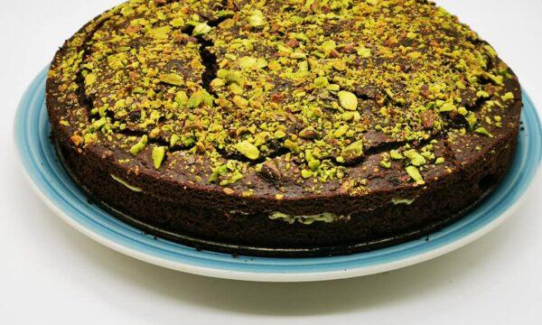Torta al cioccolato fondente, pistacchio e granella di pistacchio di Bronte