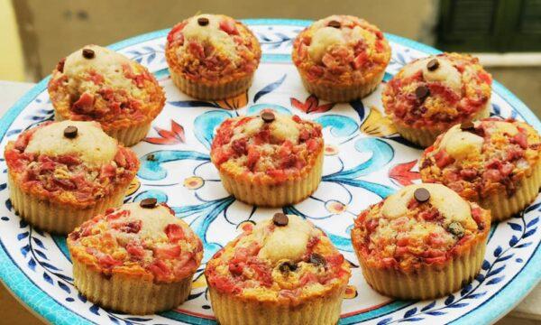 Muffin alle fragole con latte di cocco e gocce di cioccolato fondente