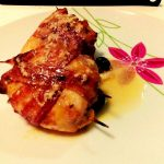 Involtini di pollo farciti con salsa al curry e mozzarella
