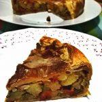 Torta salata con peperonata e bacon croccante