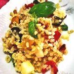 Insalata di bulgur con peperoni, olive e provola