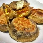 Melanzane ripiene di formaggio in crosta di pane