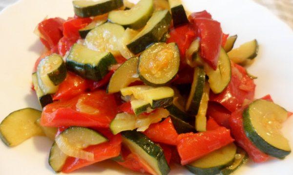 Zucchine e peperoni in padella