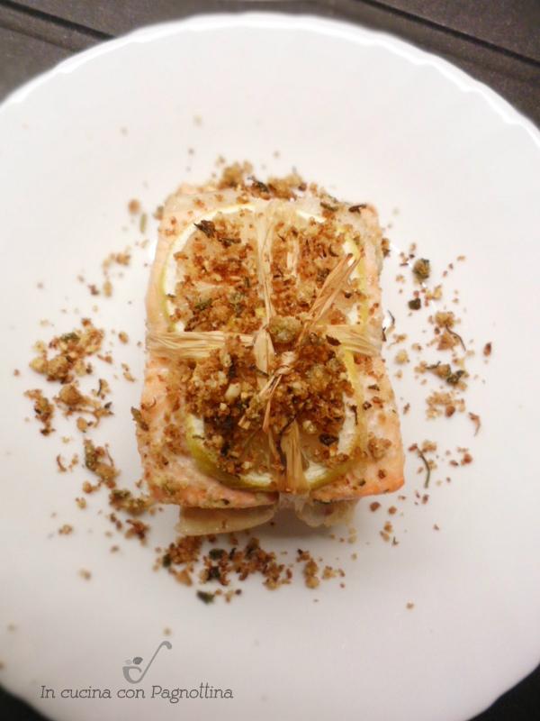 Filetti di salmone al forno con mandorle |