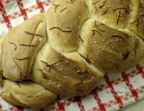 Treccia di pane aromatizzata
