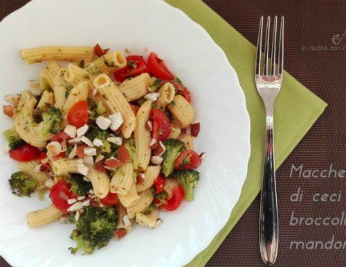 Maccheroni di ceci con broccoli e mandorle