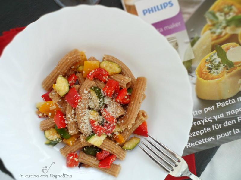 maccheroni integrali con zucchine e peperoni