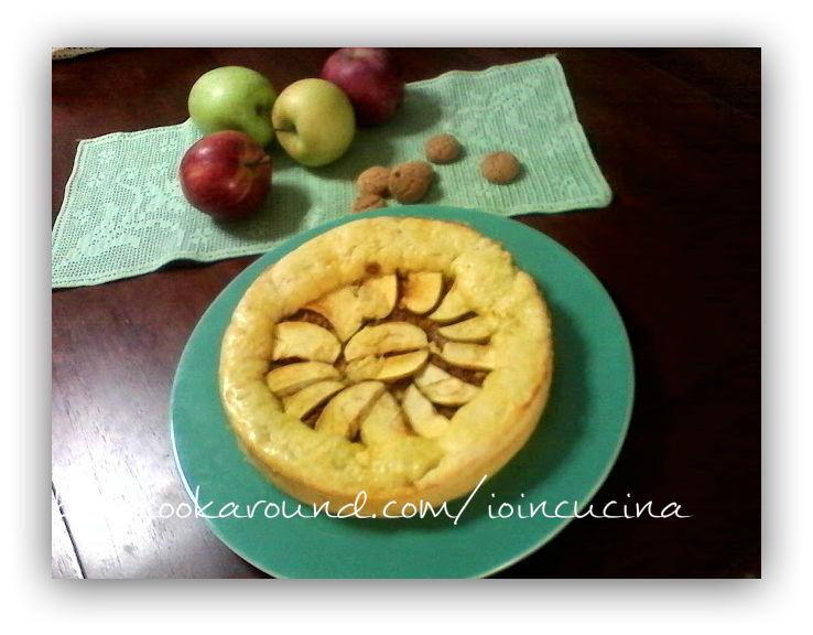 crostata di mele con crema e albicocche
