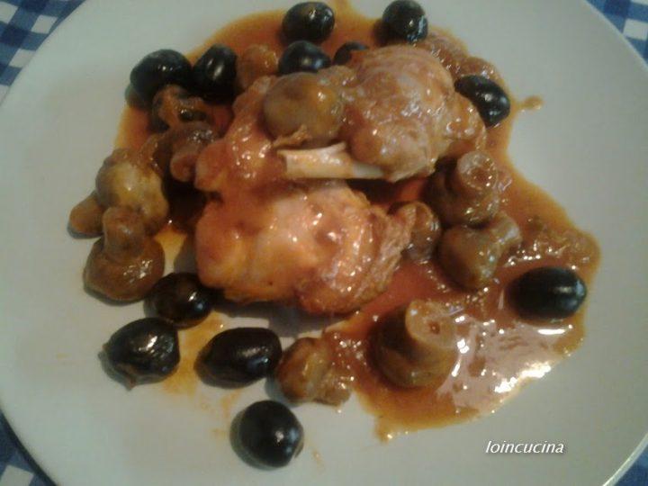 coniglio in umido con funghi e olive nere