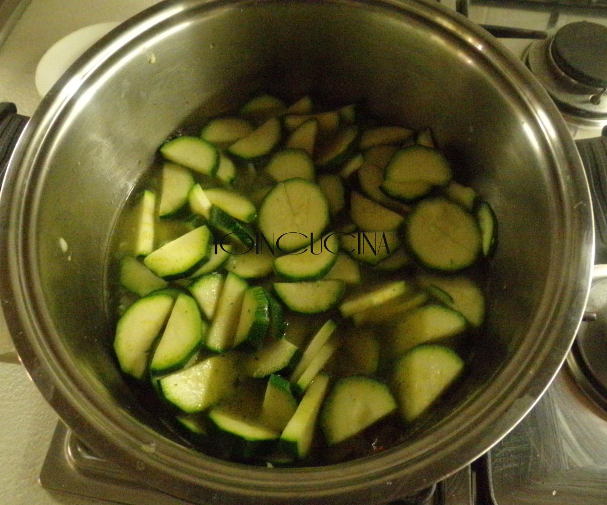 riso venere con crema di zucchine e cozze