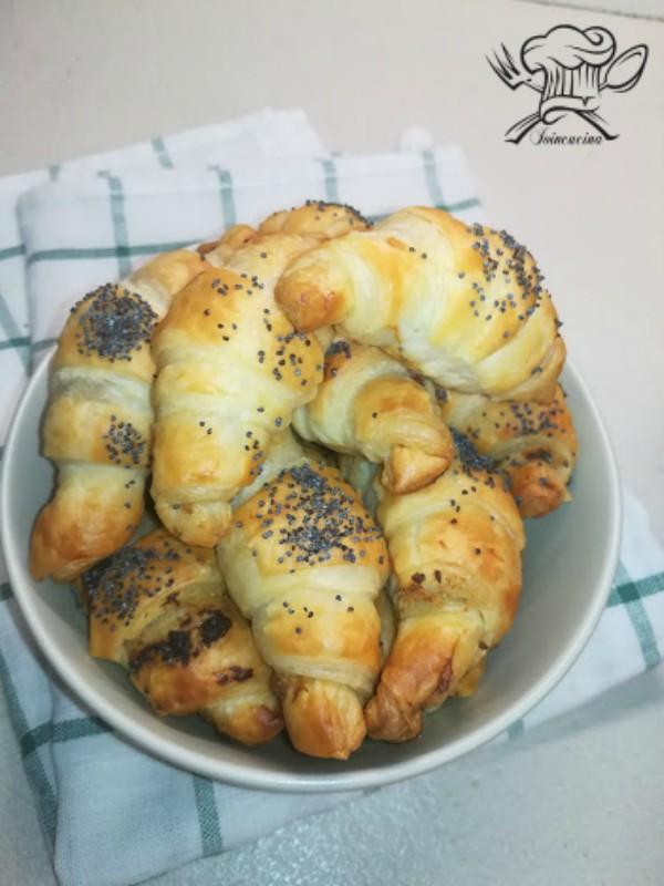 mini croissant crema di carciofi e acciughe