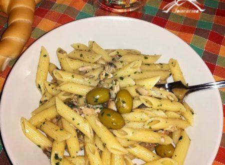 Penne con sgombro e olive
