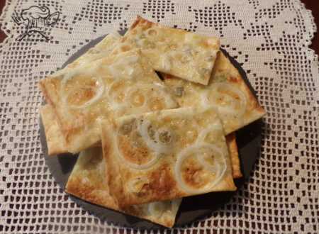 Focaccia croccante  gorgonzola e cipolla