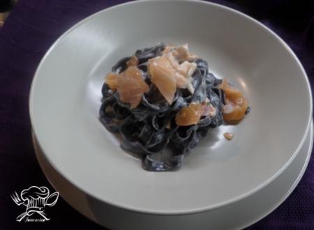 Tagliatelle nere al salmone affumicato