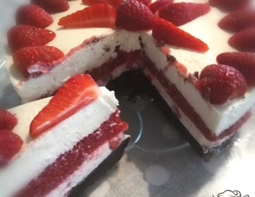 Cheesecake con gelatina alle fragole con e senza Bimby