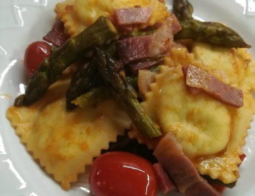 Ravioli ricotta e asparagi